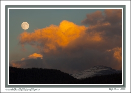 Moon_Over_Mountains